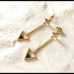 "Jewelry - Gold ""Arrow"" Earrings 